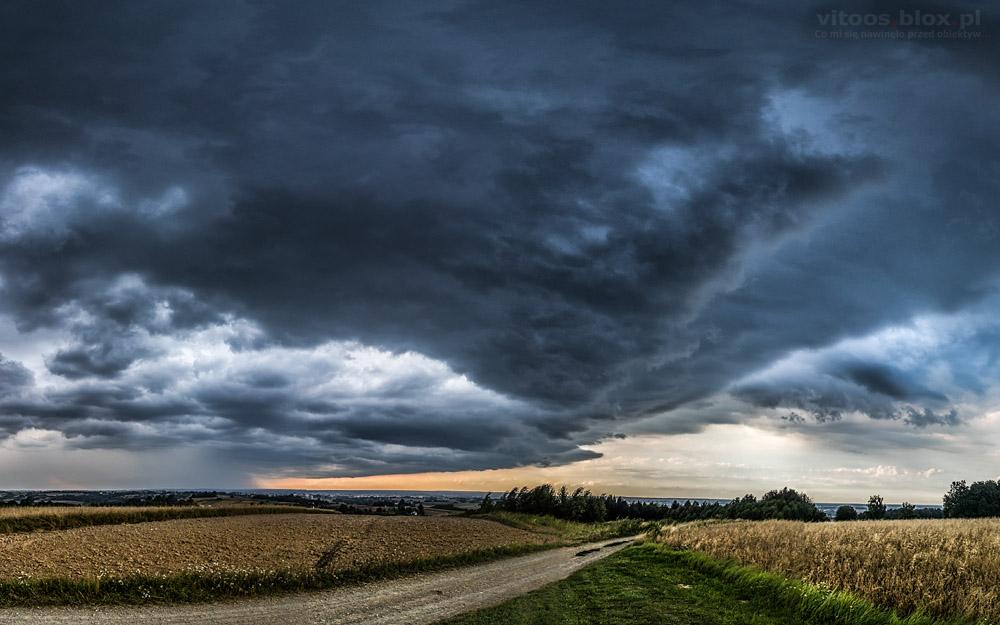 Fot. Witold Ochał, Zagorzyce, czoło burzy, chmura szelfowa